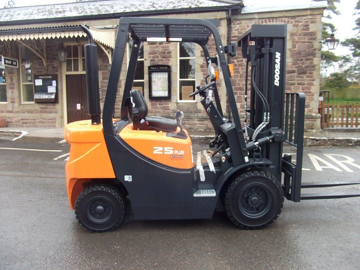 New Doosan D25GX Diesel Forklift