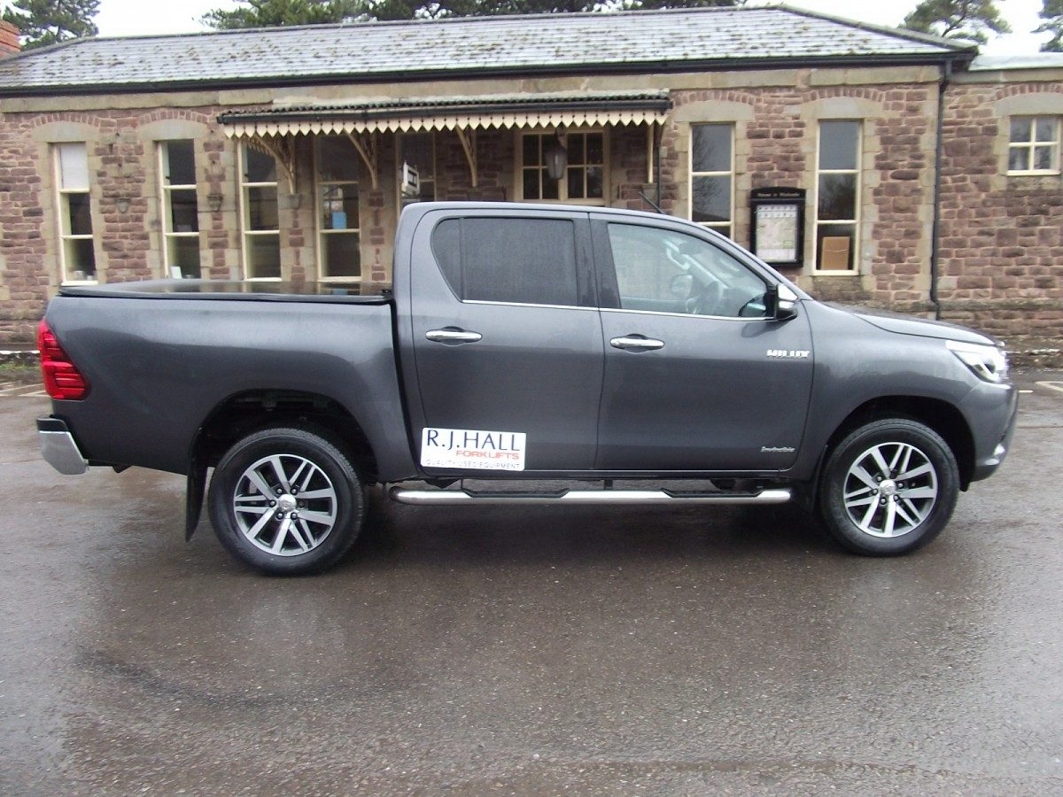 Toyota Hilux Invincible Pickup