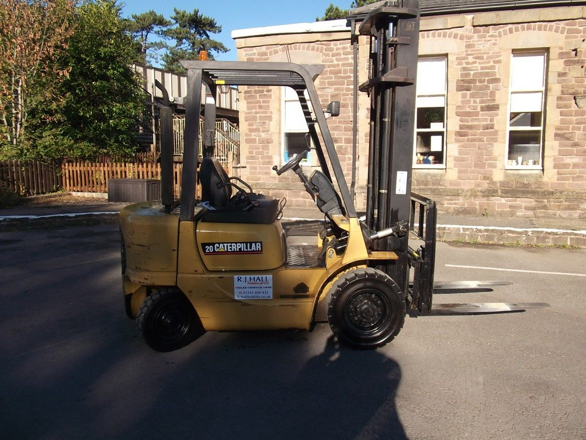 Caterpillar DP20K Forklift